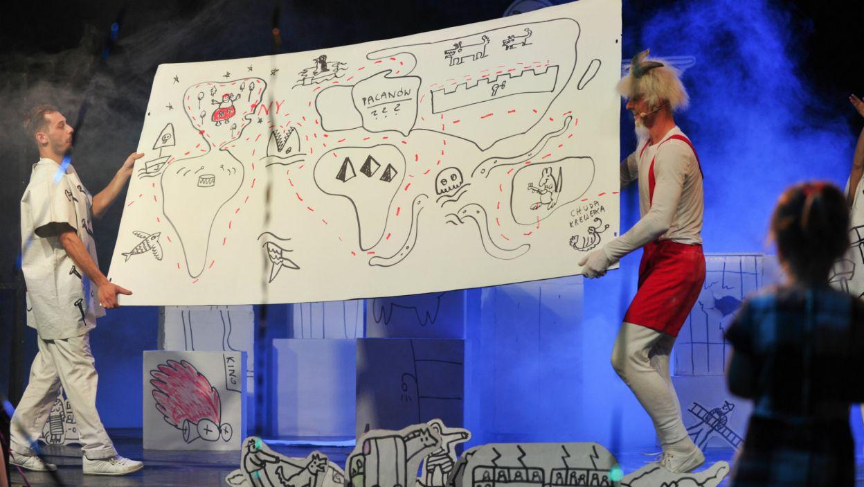 …podczas którego scenografia rysowana była na bieżąco… (fot. N. Młudzik/TVP)
