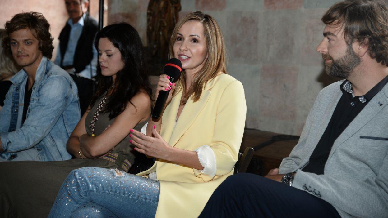 Uczestnicy mieli okazję posłuchać historii z planu. O pracy nad serialem opowiedziała m.in. Katarzyna Czapla (fot. J. Bogacz/TVP)