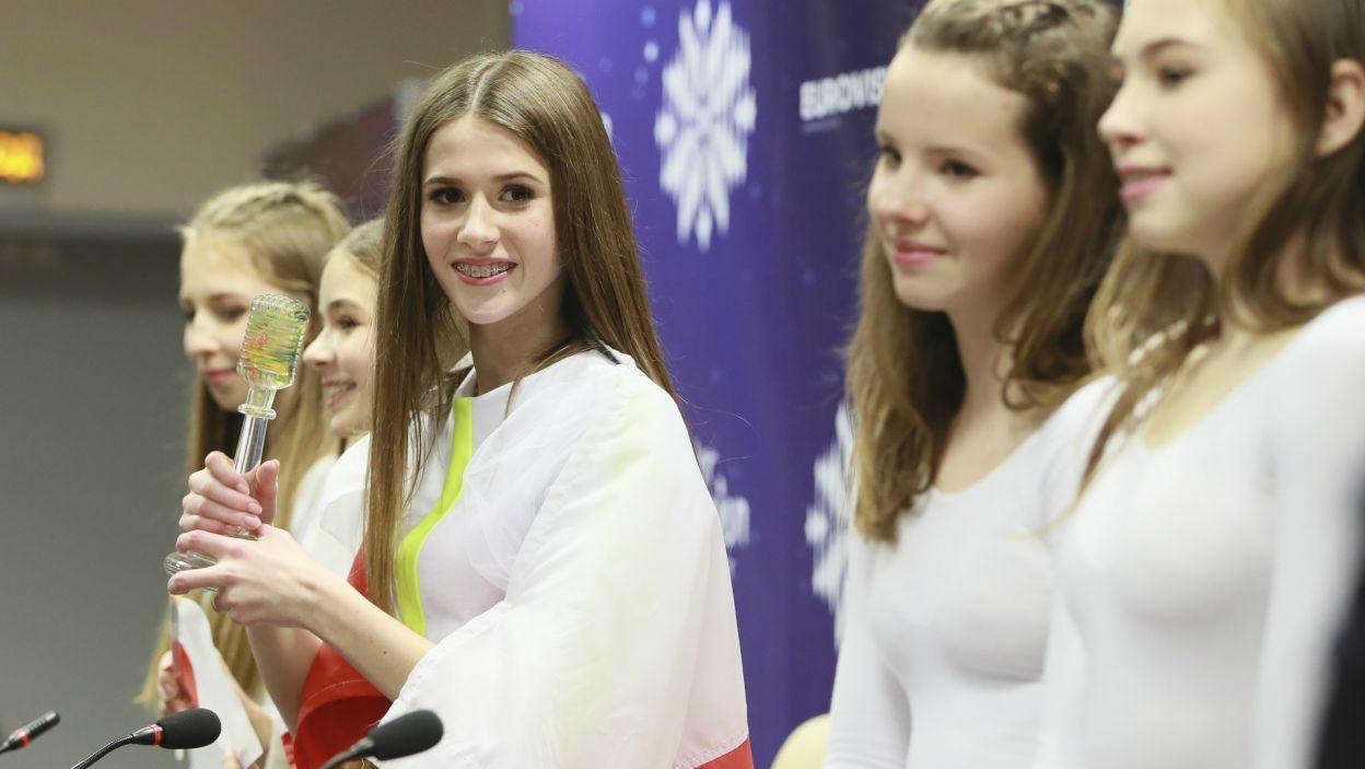Po zwycięstwie Roksana udzieliła licznych wywiadów (fot. A. Putting/junioreurovision.tv)