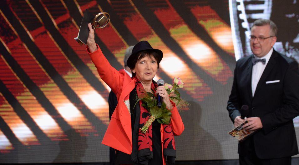 Honorowy Złoty Mikrofon otrzymała Halina Kunicka, która z Polskim Radiem związana była od początku kariery (fot. I. Sobieszczuk/TVP)