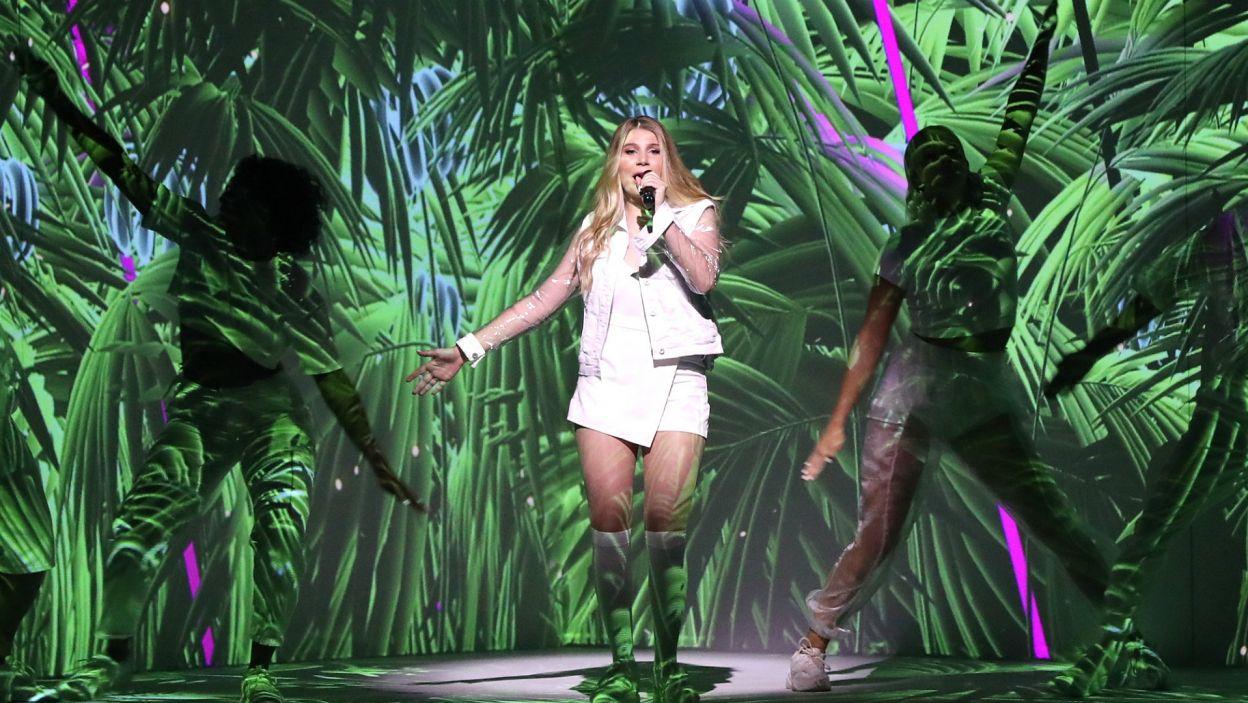 """Michela z Malty utworem """"Chameleon"""" przeniosła widzów po raz kolejny w iście egzotyczny klimat. Ten gorący występ porwał publiczność, jednak nie dał jej wygranej (fot. PAP)"""