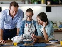 Tymczasem Marcin i dziewczynki przygotowują się na powrót Igi (fot. TVP)
