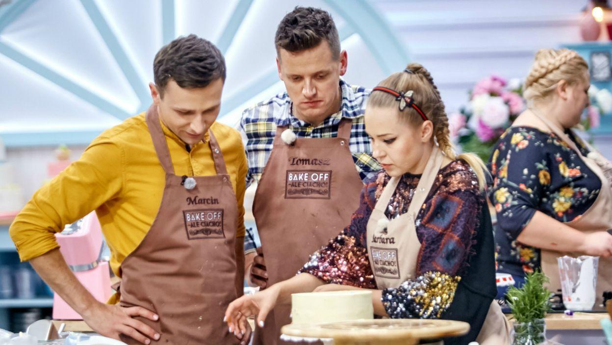 Drużyna w akcji: Marcin, Tomasz i Barbara debatują nad ułożeniem ciasta (fot. TVP)