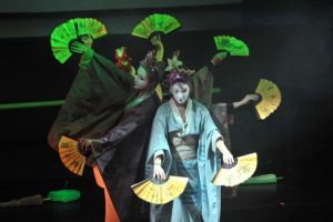 podczas-spektaklu-dzieci-poznaja-najslynniejsze-tance-muzyke-i-kulture-roznych-zakatkow-swiata