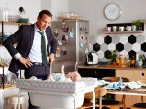 Tymczasem Marcin spędza cały dzień w pracy ze swoim synkiem (fot. TVP)