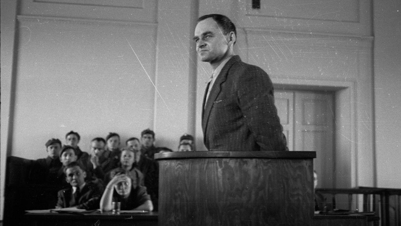 Witold Pilecki składa zeznania przed Wojskowym Sądem Rejonowym w Warszawie w marcu 1948. Został oskarżony o współpracę z wywiadem obcego mocarstwa i skazany na karę śmierci. Wyrok wykonano. Fot.  PAP/Stanisław Dąbrowiecki