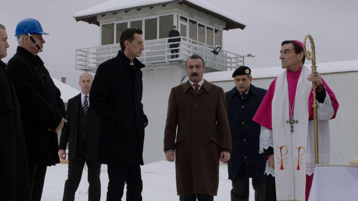 Minister policji bierze udział w uroczystości wmurowania kamienia węgielnego pod nowe skrzydło więzienia (fot. TVP)