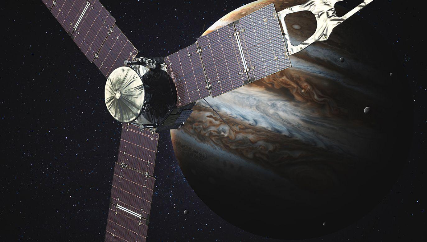 Gdy patrzymy na Jowisza z Ziemi w zakresie widzialnym, to widać zmienność górnych obłoków – są brązowe pasy i białe obszary (fot. Shutterstock/Vadim Sadovski)
