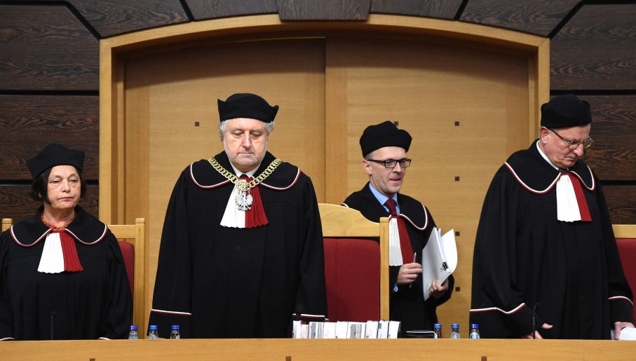 Teresa Liszcz i Mirosław Granat (drugi z prawej) zgłosili zdania odrębne do wyroku (fot. PAP/Radek Pietruszka)