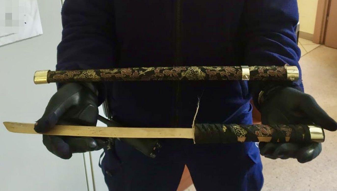 Mężczyzna groził sanitariuszom śmiercią (fot. KPP Puck)