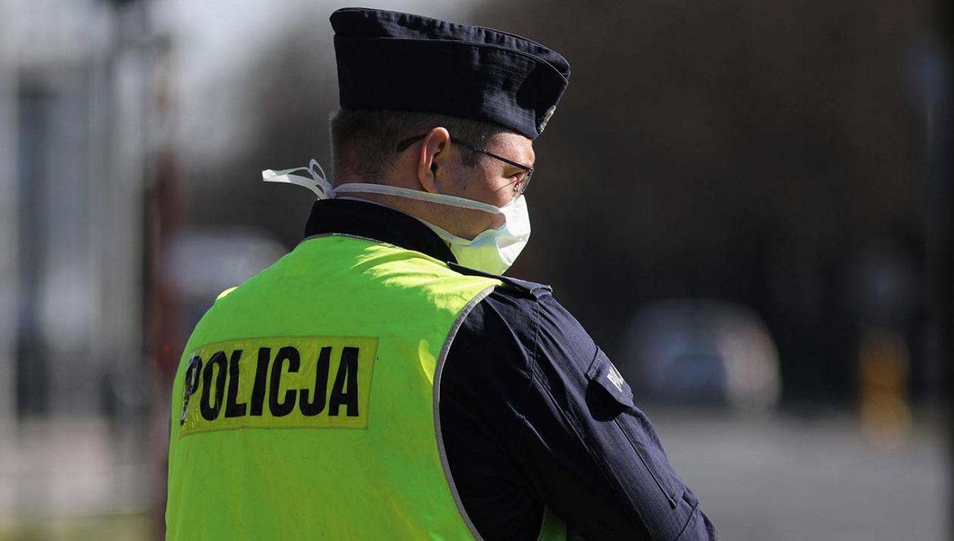 Nietypowe zachowanie podczas interwencji policji (fot. PAP/Leszek Szymański)
