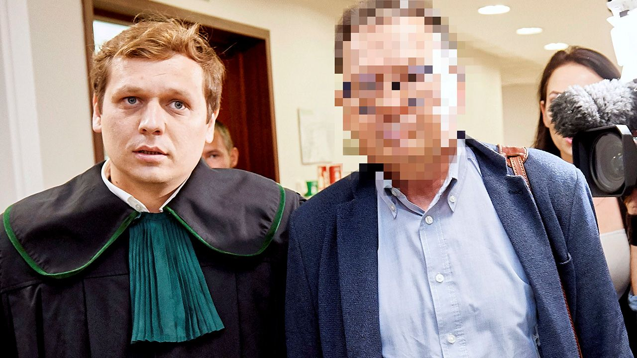 Oskarżony o molestowanie pacjentek, chirurg onkolog Marek Ł. w drodze na salę rozpraw w Sądzie Rejonowym w Gdańsku (fot. PAP/Adam Warżawa)
