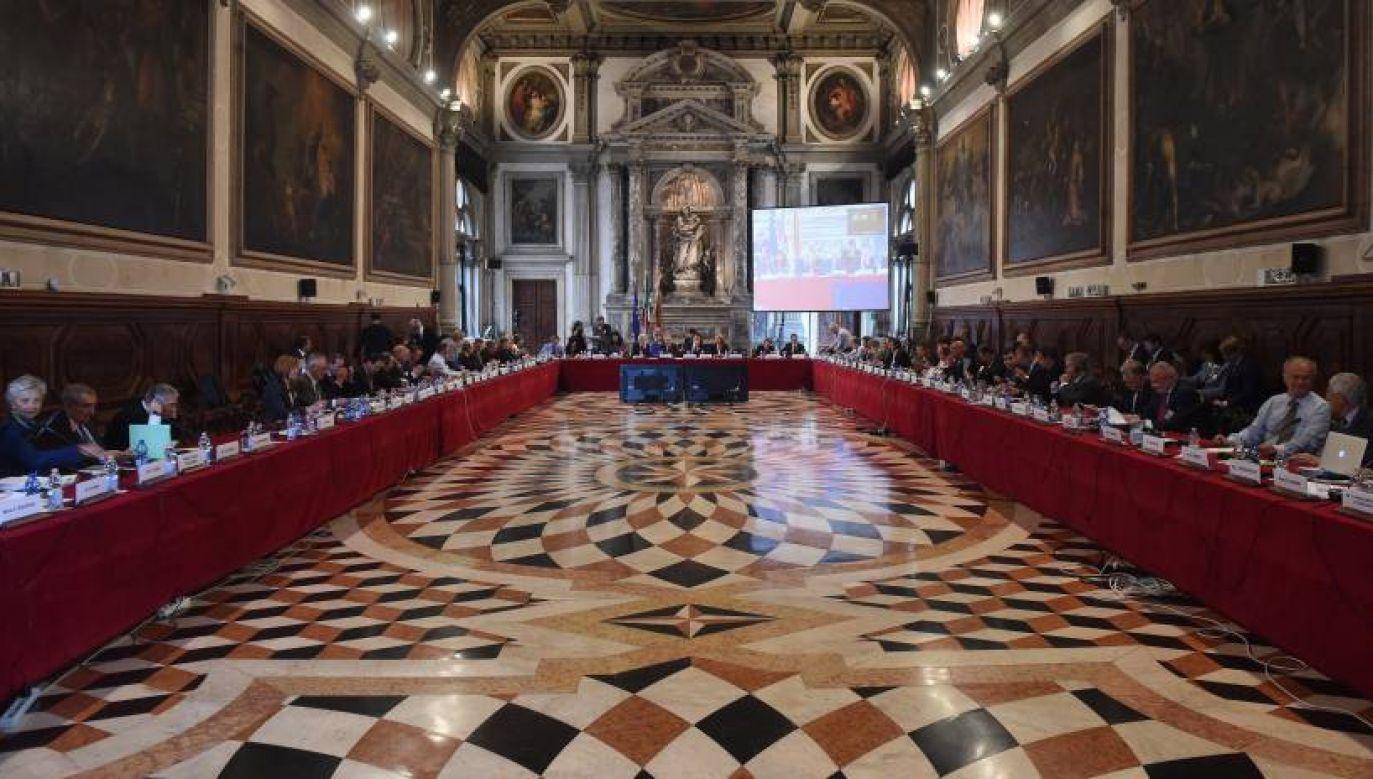Na zdjęciu obrady Komisji Weneckiej (fot. PAP/Radek Pietruszka)