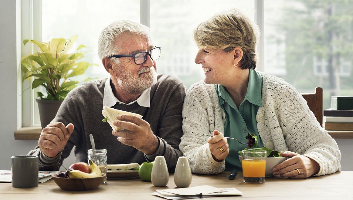 """""""Wierzę w to, że w tym roku uda się uzyskać po pierwsze to, że trzynasta emerytura znowu zostanie wypłacona"""" (fot. Shutterstock/Rawpixel.com)"""