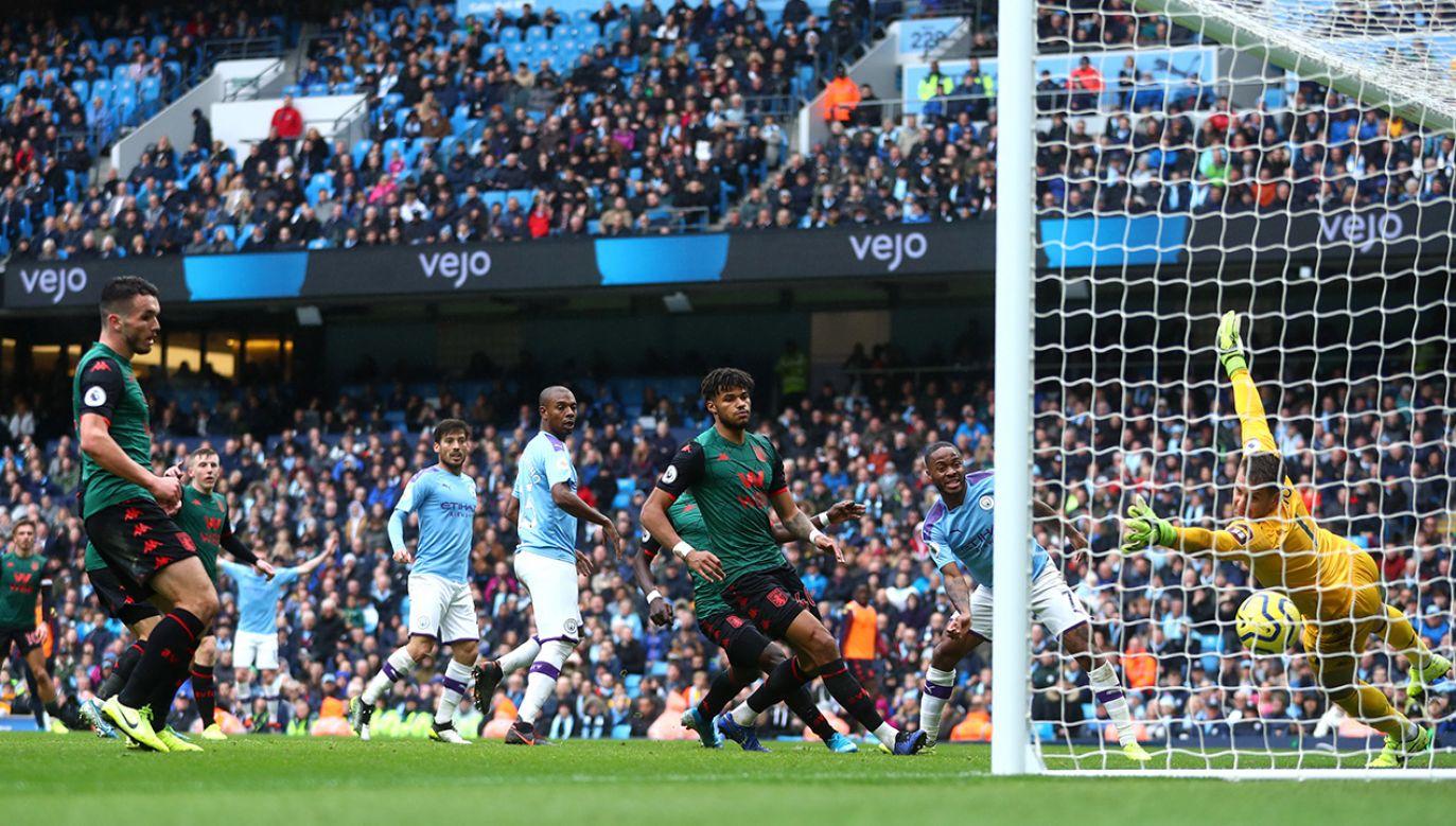 W wielu krajach piłkarze godzili się na obniżenie pensji lub nawet sami wychodzili z taką inicjatywą (fot. anchester City FC/Manchester City FC via Getty Images)