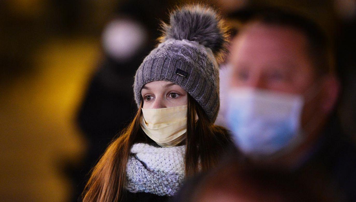 Prof. Gut o tym, kiedy będzie widać rezultaty działań prowadzonych w walce z koronawirusem (fot. Artur Widak/NurPhoto via Getty Images)