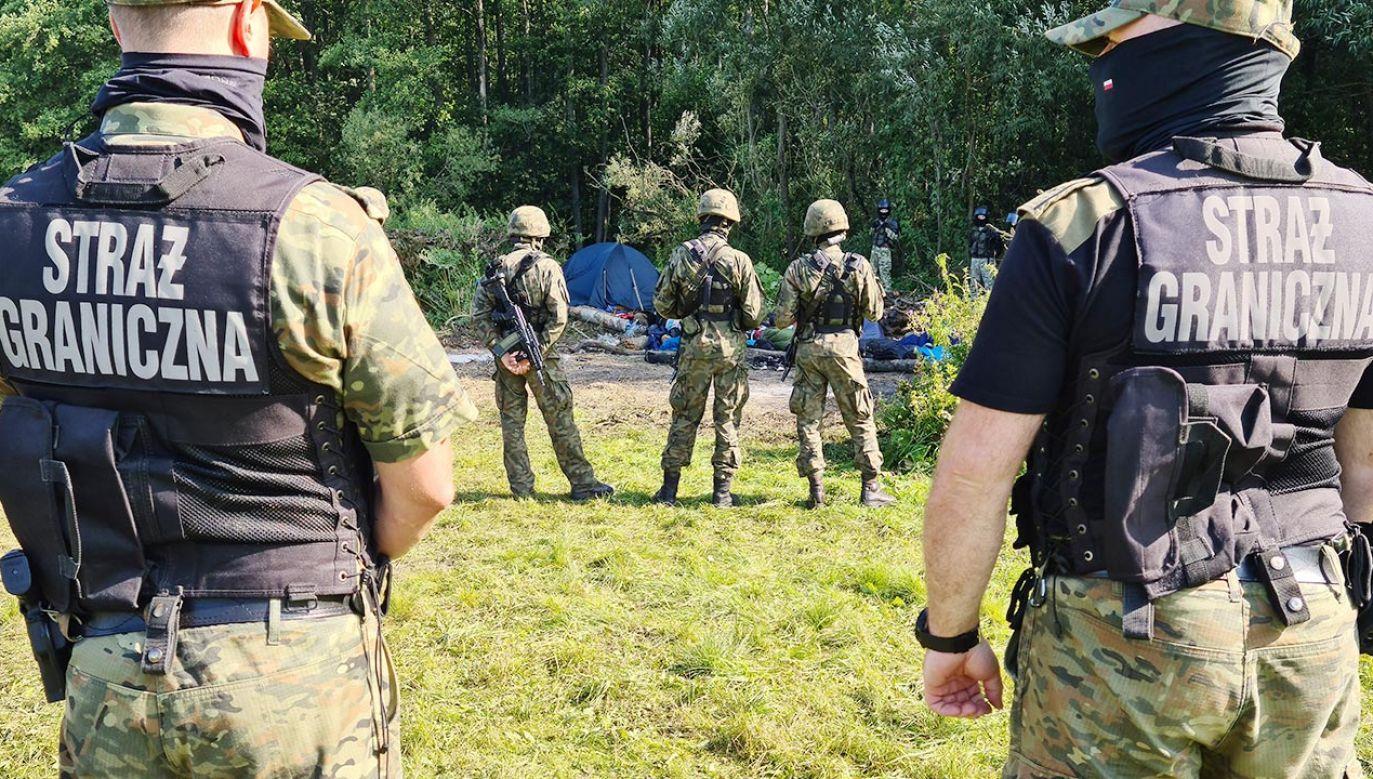 Od początku września SG odnotowała ponad 5 tys. prób nielegalnego przekroczenia granicy Polski z Białorusią (fot. Irina Polina\TASS via Getty Images)