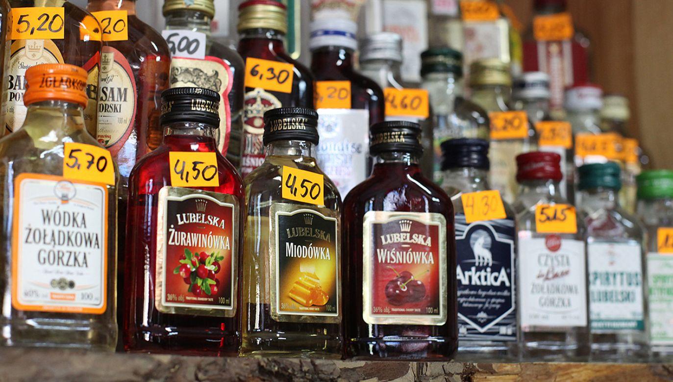 Nowelizacja przewiduje m.in. 10-procentową podwyżkę akcyzy na alkohol (fot. arch.PAP/Grzegorz Michałowski)