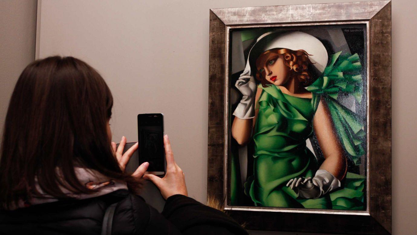 Tamara Łempicka jest najdroższą polską malarką. Na zdjęciu: wystawa prac artystki w Turynie w 2015 roku. Fot. Elena Aquila/Pacific Press/LightRocket via Getty Images