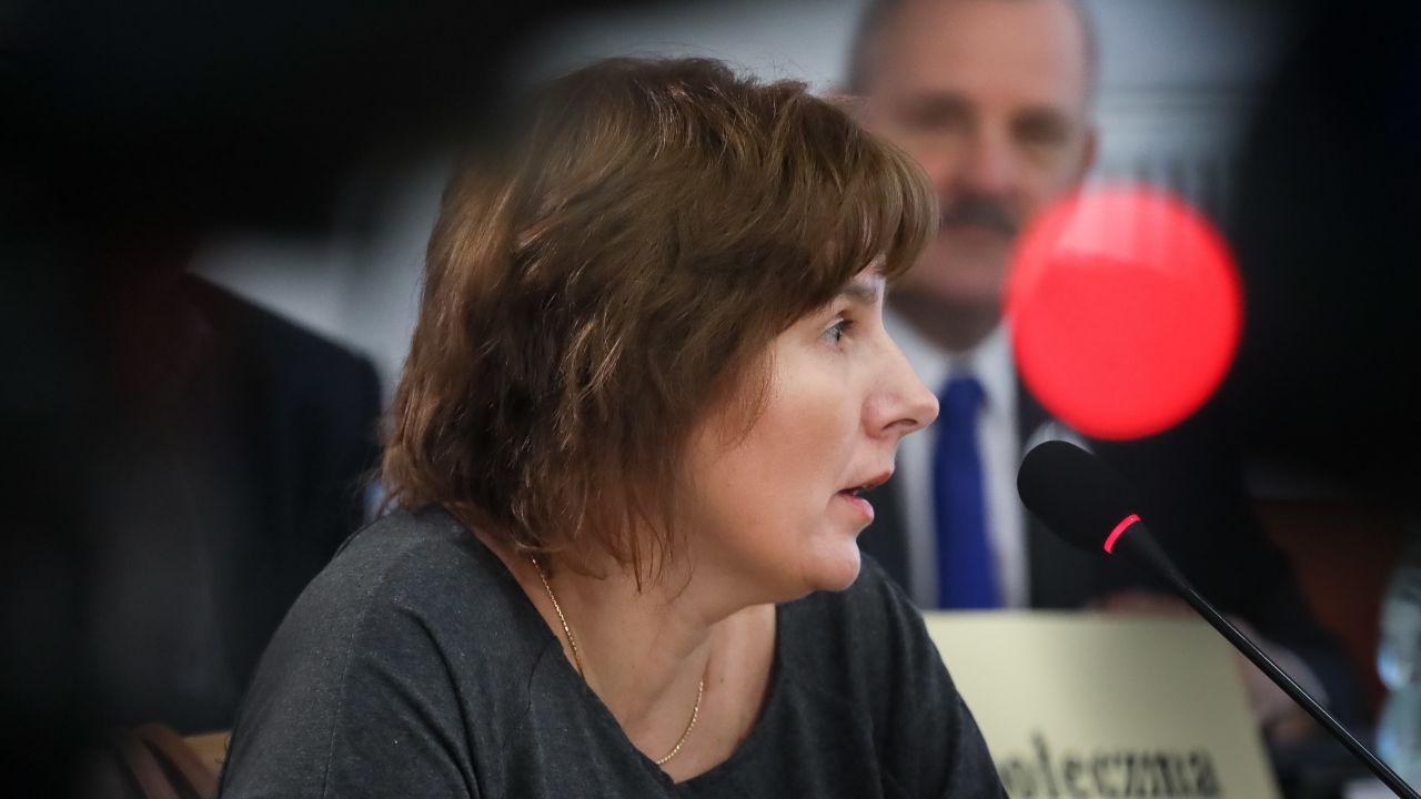 Magda Brzeska podczas zeznań przed komisją reprywatyzacyjną (fot. arch. PAP/Paweł Supernak)