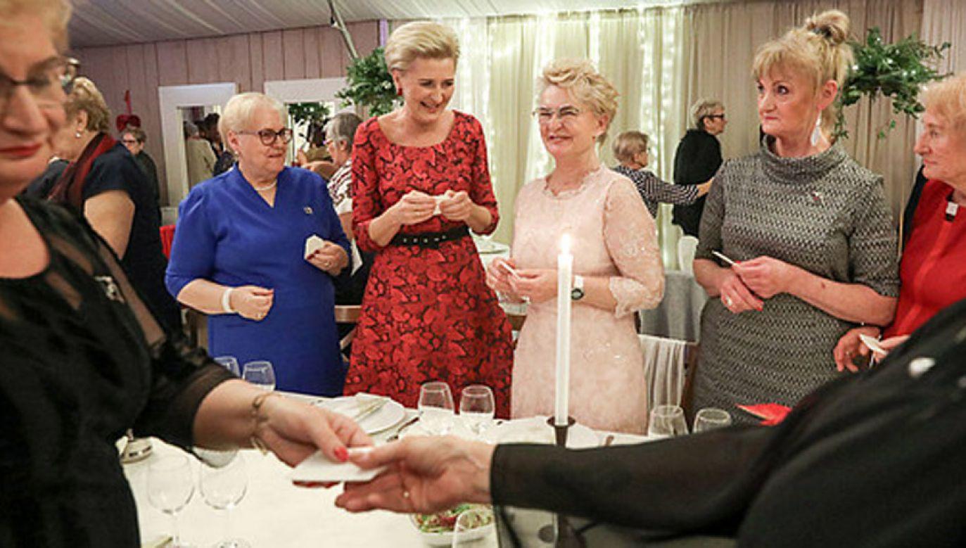 Wigilijne spotkanie pierwszej damy z Amazonkami i pacjentkami onkologicznymi  (fot. KPRP/Grzegorz Jakubowski)