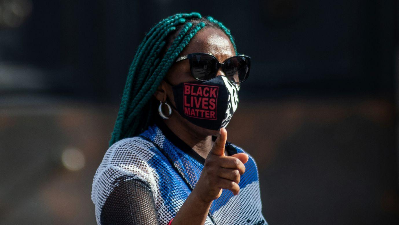 Protest w Madrycie przeciwko rasizmowi, w ramach ruchu społecznego Black Lives Matter, stworzonego w zeszłym roku po śmierci Afroamerykanina obywatela George'a Floyda w Stanach Zjednoczonych. 6 czerwca 2021. Fot. Marcos del Mazo/LightRocket via Getty Images