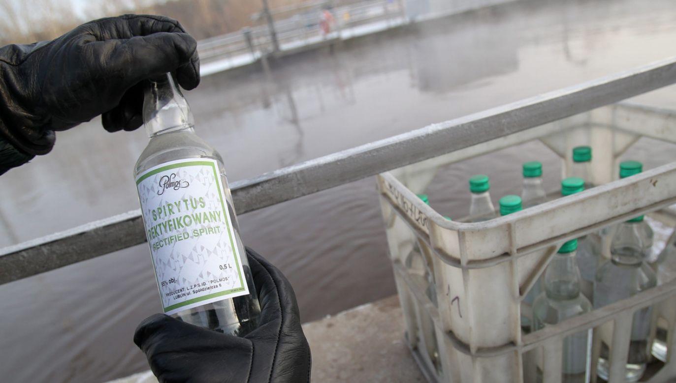 Chodzi o kilkaset tysięcy litrów trunku (fot. arch.PAP/Tomasz Waszczuk)