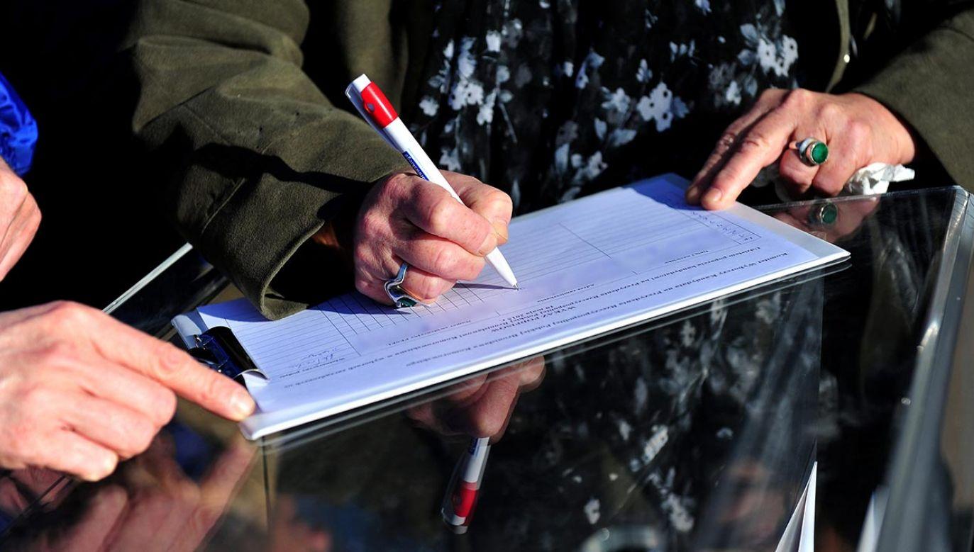 Czarnek powiedział, że zagrożenie krótkiego terminu na zbiórkę podpisów wynikło z obstrukcji zastosowanej przez Senat (fot. PAP/Marcin Bielecki)