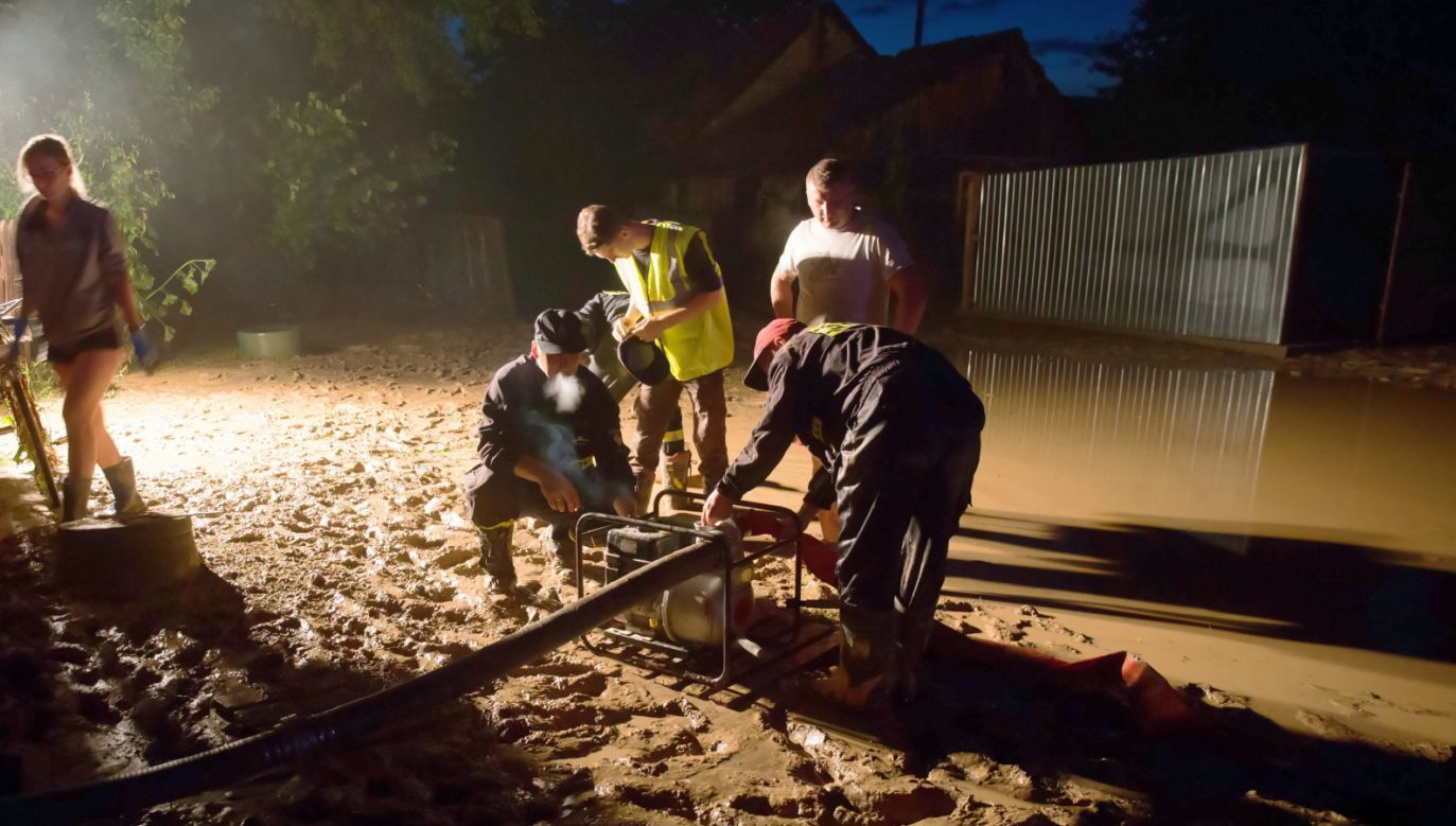 Około 100 budynków w gminie Modliborzyce zostało podtopionych na skutek gwałtownej ulewy (fot. PAP/Wojtek Jargiło)