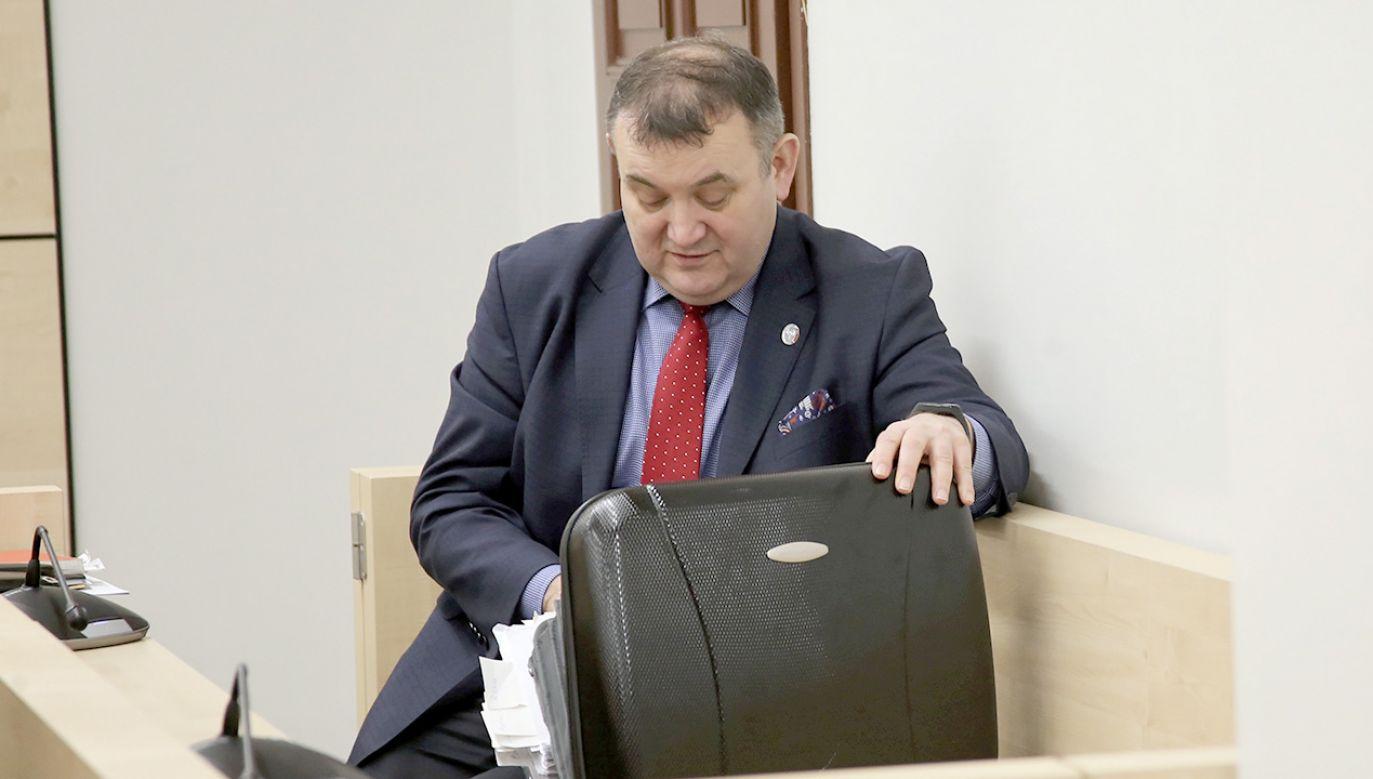 Obecny senator Stanisław Gawłowski odpiera zarzuty korupcyjne i twierdzi, że proces jest motywowany politycznie (fot.  PAP/Marcin Bielecki)