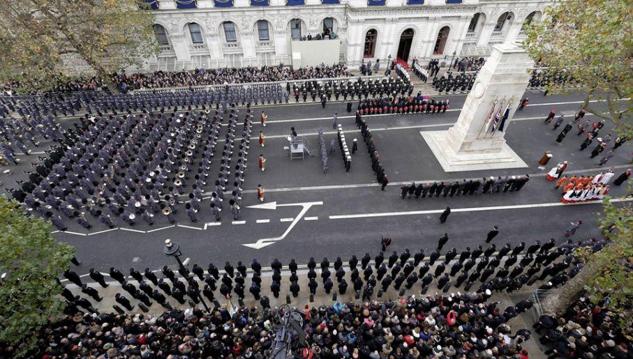 Przez Londyn przemaszerowała parada wojskowa (fot.  PAP/EPA/ANDY RAIN)