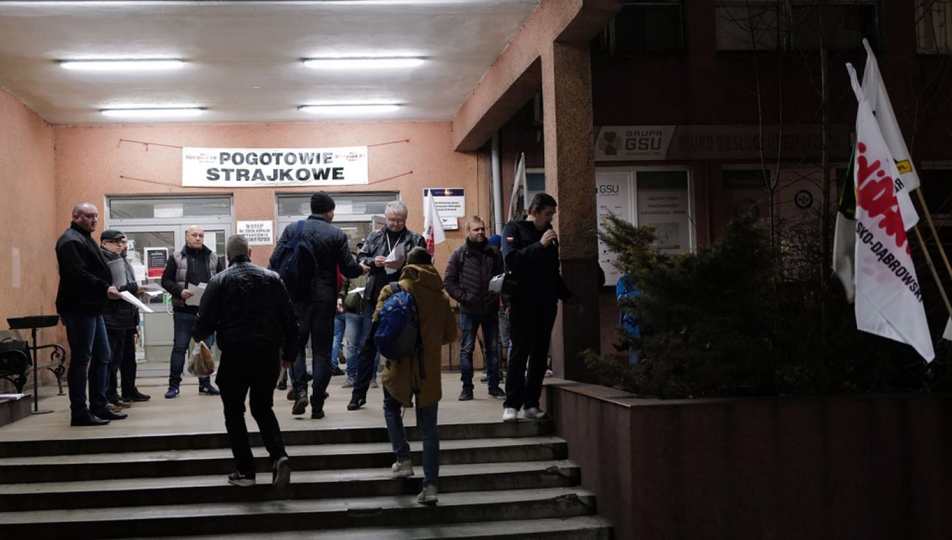 W kopalniach Polskiej Grupy Górniczej w poniedziałek rozpoczął się strajk ostrzegawczy (fot. PAP/Andrzej Grygiel)