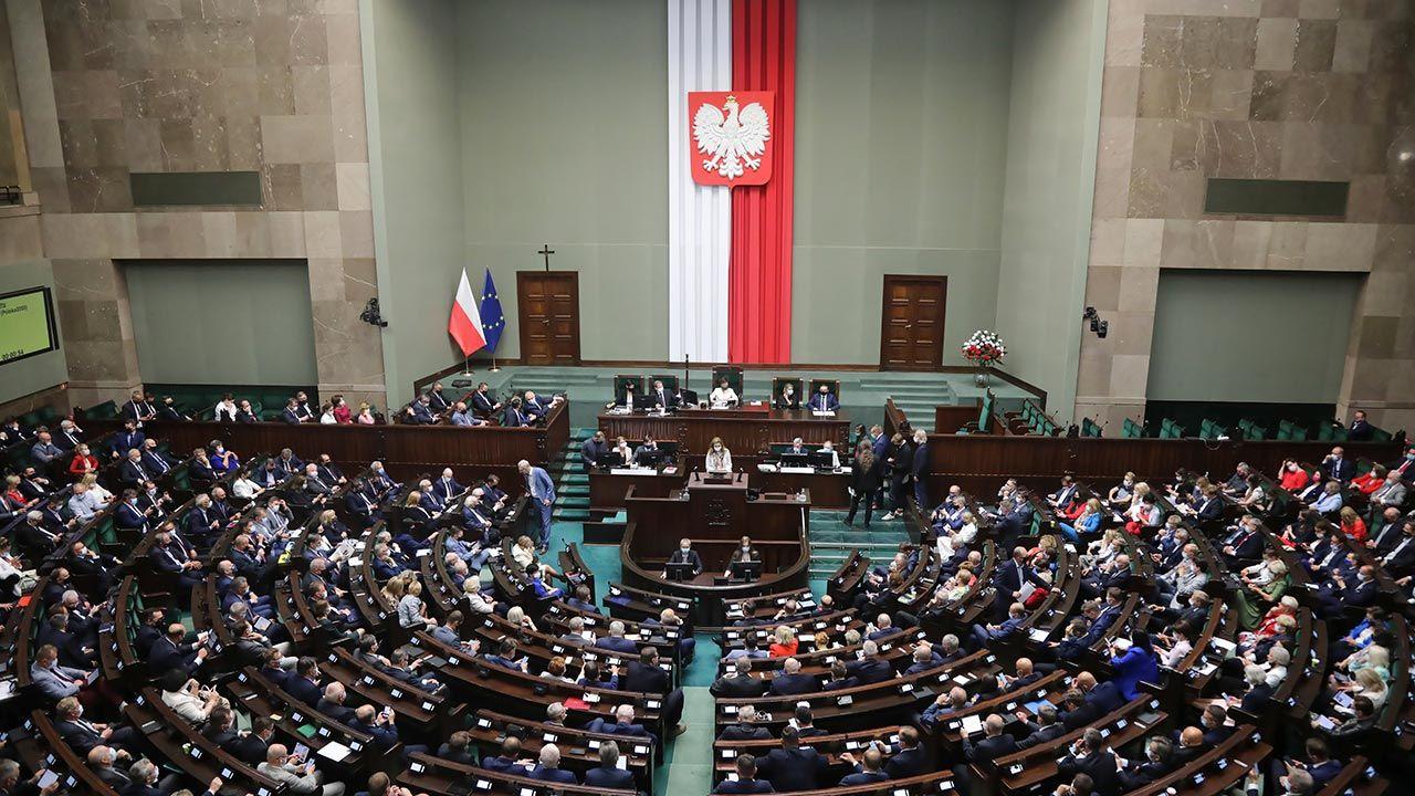 Największą reprezentację w sejmie miałoby Prawo i Sprawiedliwość (fot. PAP/Wojciech Olkuśnik)