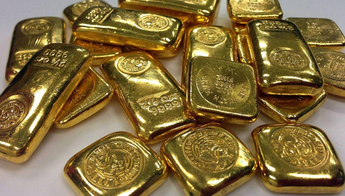 Oszuści chcą zachęcić między innymi do inwestowania w złoto (fot. Pixabay)