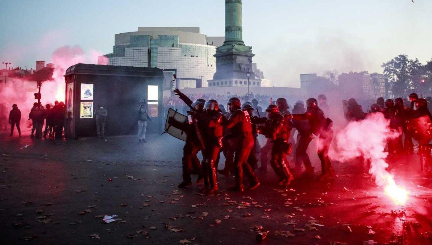 Francuzi ponownie wyszli na ulice (fot. PAP/EPA/CHRISTOPHE PETIT TESSON)