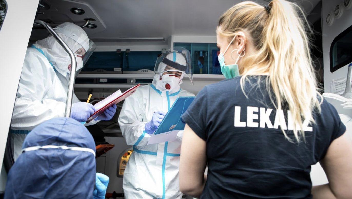 Epidemia Covid-19 przekroczyła kolejną granicę (fot. Jacek Szydlowski/NurPhoto via Getty Images, zdjęcie ilustracyjne)