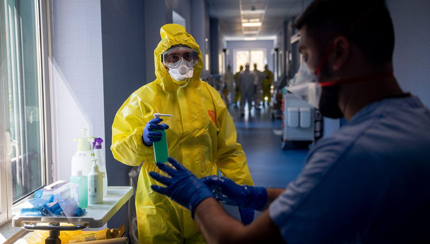 Wiele ciężko chorych osób z personelu lekarskiego przebywa na oddziałach reanimacji (fot. Antonio Masiello/Getty Images)