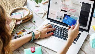Wiosną 2020 r. udział zakupów online u sprzedawców z UE spadł (fot. Shutterstock/Rawpixel.com)
