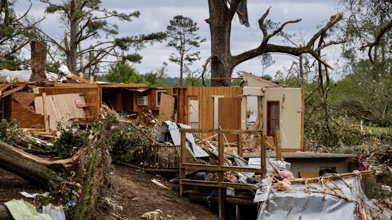 Amerykańska służba meteorologiczna wydała wczoraj ostrzeżenia przed huraganami (fot. PAP/EPA/DAN ANDERSON)