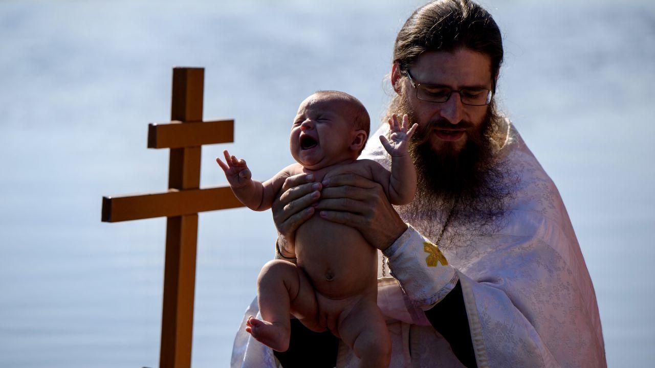 Sekcja wykazała wodę w płucach dziecka (fot. Donat Sorokin\TASS via Getty Images)