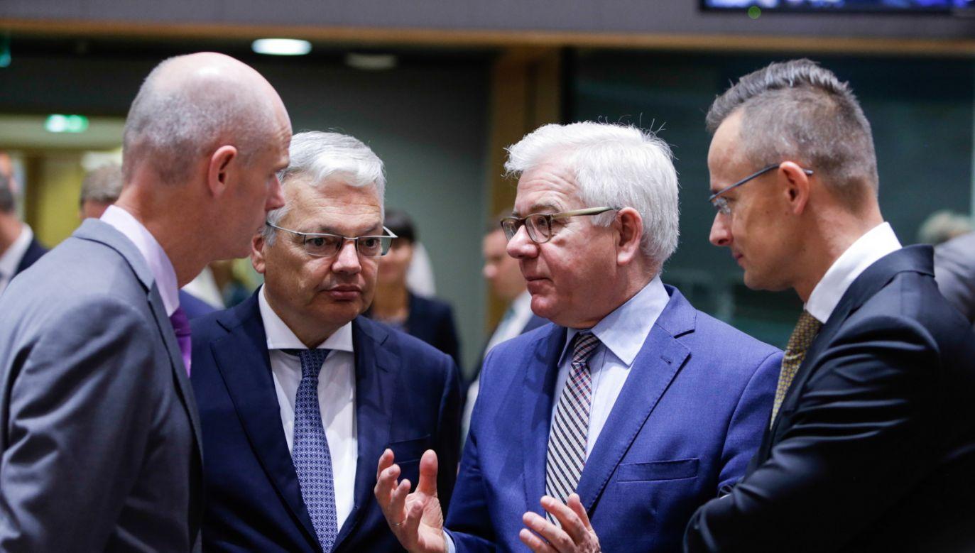 Zdaniem Petera Szijjarto Bruksela i niektóre państwa zachodnie UE stale i otwarcie wspierają przemyt ludzi (fot. PAP/EPA/ARIS OIKONOMOU)