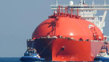 Skroplony gaz ziemny ma pochodzić m.in. z terminala LNG w Świnoujściu (fot. Shutterstock/Wojciech Wrzesien)