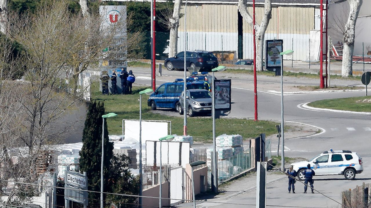 Napastnik został zabity (fot.PAP/EPA/GUILLAUME HORCAJUELO)