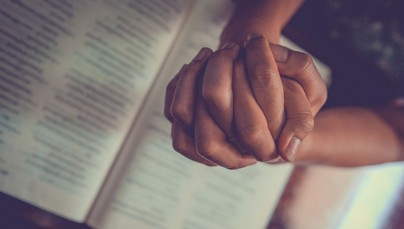 Inicjatywa się modlitwa za konkretne osoby ze służby medycznej (fot. Shutterstock/Nattapat.J)