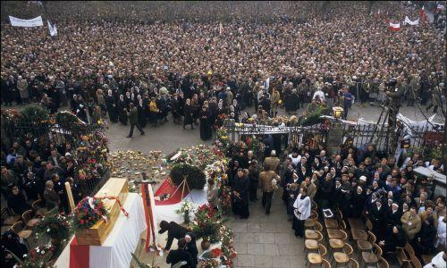 W ocenie SB uroczystości zgromadziły około 100 tys. osób. Fot. Arnaud BORREL/Gamma-Rapho via Getty Images
