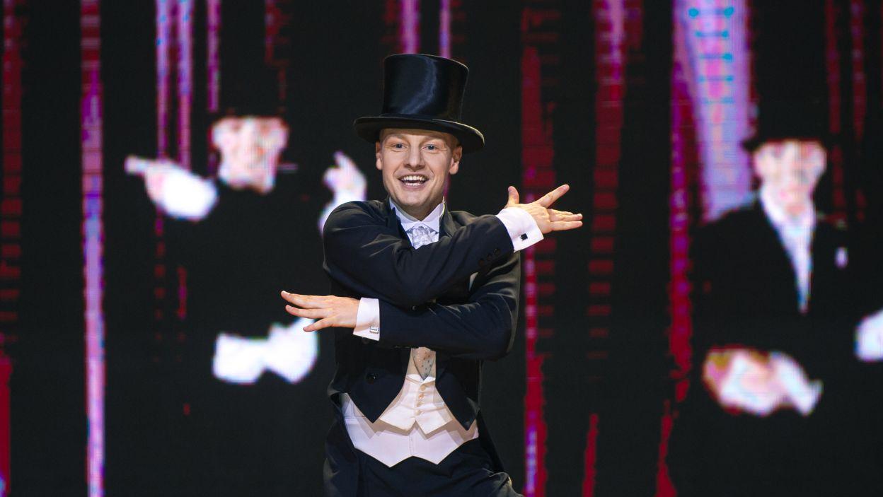 Jako ostatni zatańczył Rafał Mroczek. Tym razem aktor zmierzył się z utworem z lat 20. ubiegłego wieku. Nawet nauczył się stepować! (fot. TVP/ N. Młudzik)