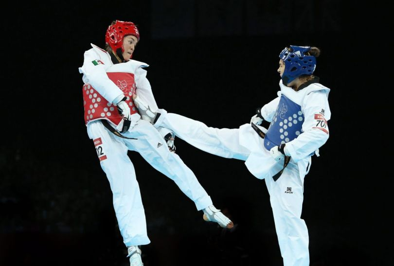 Milica Mandić (P) podczas pojedynku z Marią del Rosario Espinosą (fot.PAP)