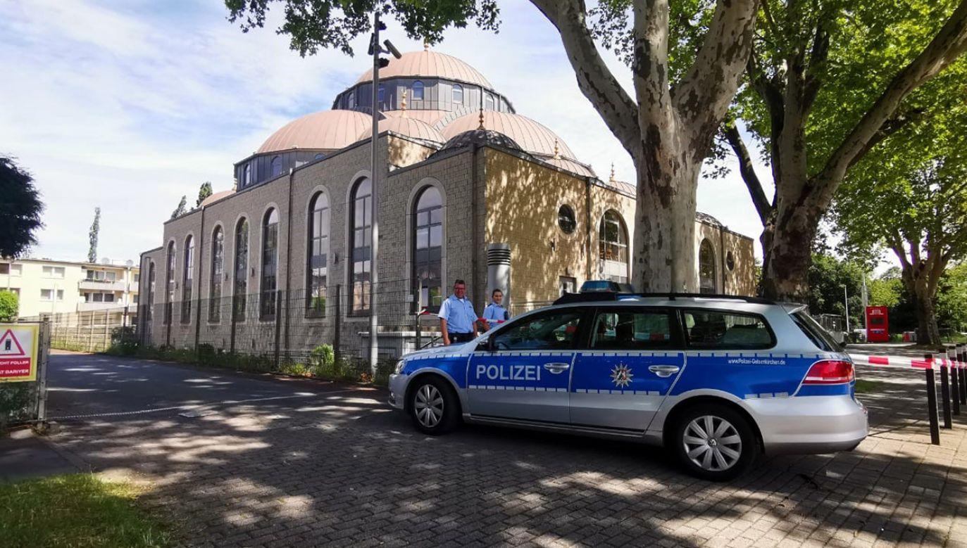 Przed meczetami w Niemczech będzie więcej policji (fot. Shutterstock/Mesut Zeyrek/Anadolu Agency via Getty Images)
