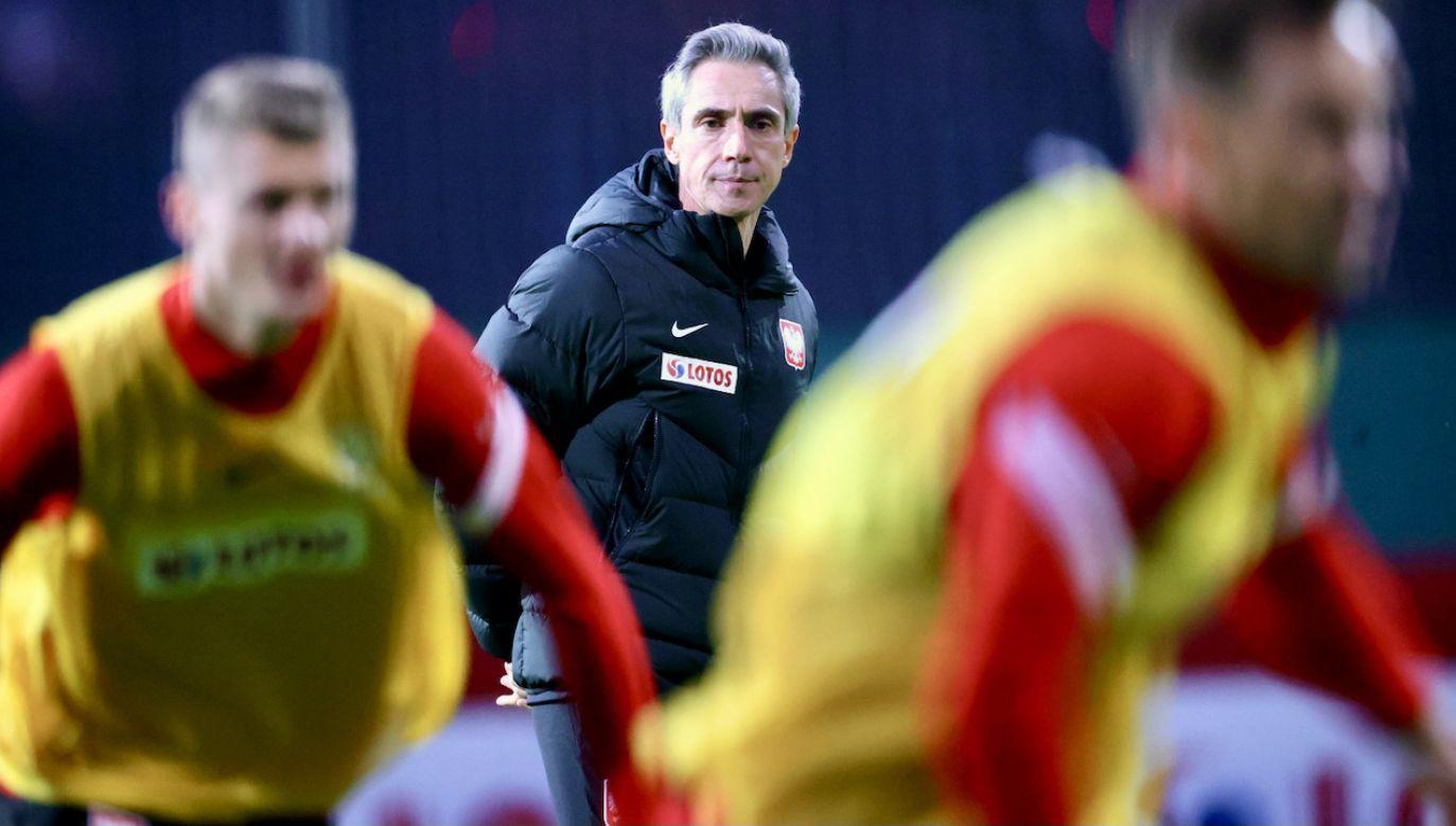 Trener wierzy, że brak Roberta Lewandowskiego jeszcze bardziej zmotywuje do walki  piłkarzy (fot. PAP/Leszek Szymański)