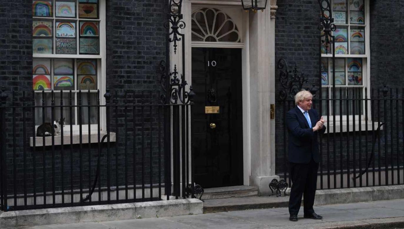Sprawa stawia brytyjskiego premiera w bardzo kłopotliwej sytuacji (fot. PAP/PAP/EPA/NEIL HALL)